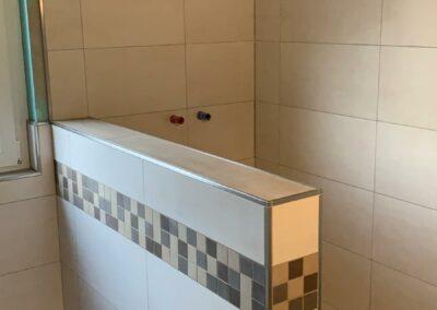 brauntoene-dusche